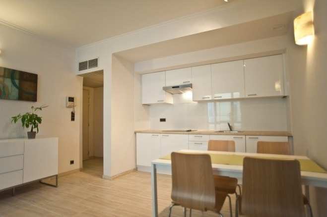furnished apartment Diamond district third floor right
